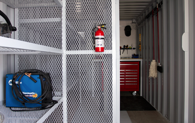shippingcontainer_toolroom